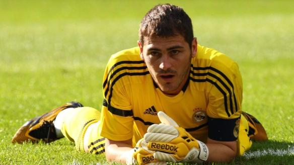 Soccer Iker Casillas Wallpaper 04 - www.walldes-download.com
